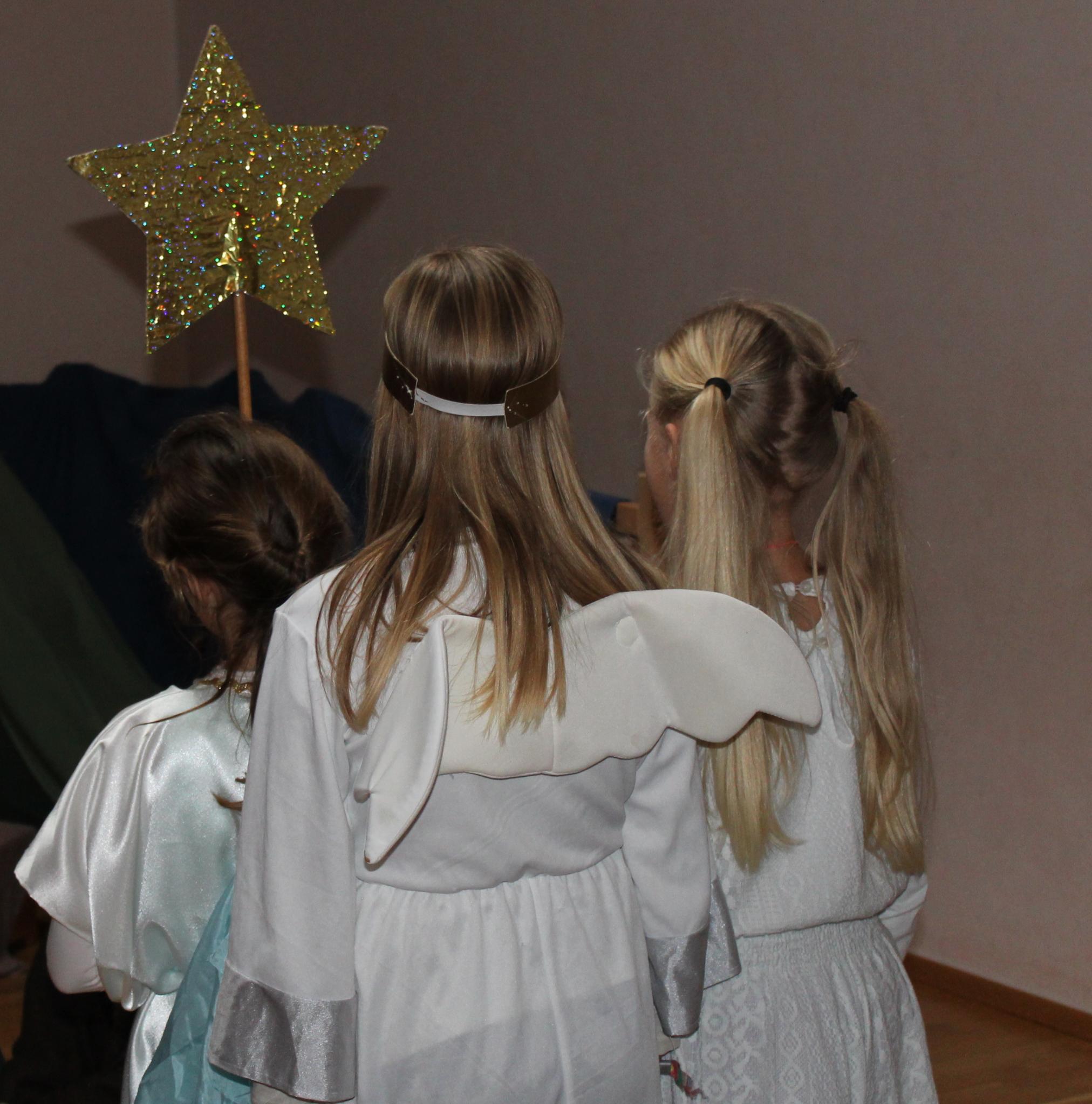 Gemeinsame Weihnachtsfeier für Waldorfkindergarten und  Waldorfschule